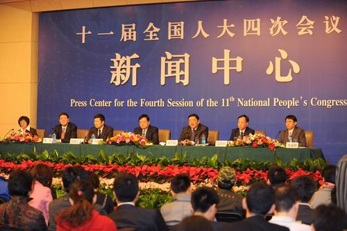 The press conference for the Fourth Session of the 11th National People's Congress (NPC) National Committee focusing on the strengthening of intellectual property protection is held on March 13, 2011 at the Media Center in Beijing. Fu Shuangjian(L4), vice minister of State Administration of Industry and Commerce, Liu Pingjun(R3), vice minister of General Administration of Quality Supervision, Inspection and Quarantine, Yan Xiaohong(L3), vice minister of General Administration of Press and Publication and director of National Copyright Administration, Meng Qingfeng(R2), director of the Economic Crime Investigation Bureau of the Ministry of Public Security, Li Chenggang(R1), director of the Department of Treaty and Law of the Ministry of Commerce, and He Hua(L2), vice commissioner of the State Intellectual Property Office, answer questions from domestic and foreign reporters at the press conference. [Women of China / Fan Wenjun]