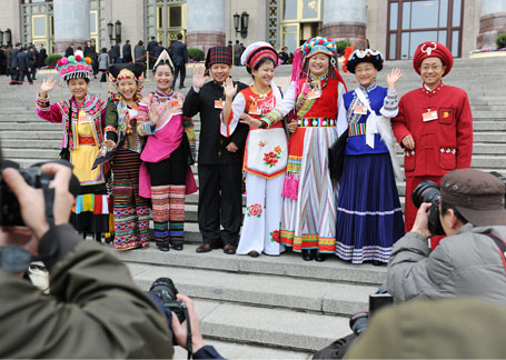 Ethnic minority deputies pose for a photo before the closing ceremony. [Women of China/ Fan Wenjun]