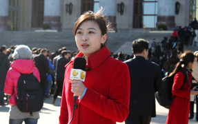 Snapshots of Women Reporters on the First Day of the CPPCC Session