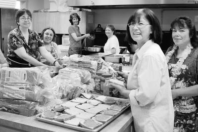 Betty Kwan Chinn has daily provided meals to 500 homeless people for the past 24 years. [zqb.cyol.com]
