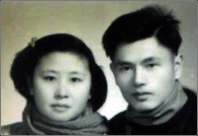 A wedding photo from the 1950s, when western style weddings were associated with capitalism and hence shunned, and the institution of marriage took third place to those of the revolution and the work necessary to maintain it. [wangchen.ccmedu.com] The following two photos show that this spirit carried on through the 1960s and 1970s. [wangchen.ccmedu.com]