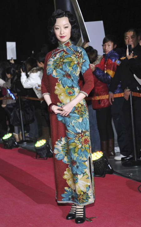 Leading actress Ni Ni poses at the issuing ceremony of the commemorative book of movie The Flowers of War held in Beijing, capital of China, Dec. 12, 2011. The movie will officially debut on Dec. 16. [Xinhua]