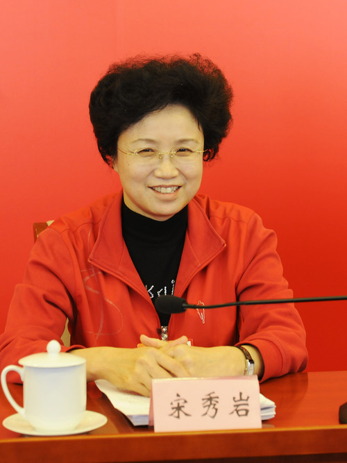 Song Xiuyan, deputy to the National People's Congress (NPC) and vice-president and first member of the Secretariat of the All-China Women's Federation, attends the Qinghai delegation panel discussion on March 13, 2012. [Women of China/Fan Wenjun]