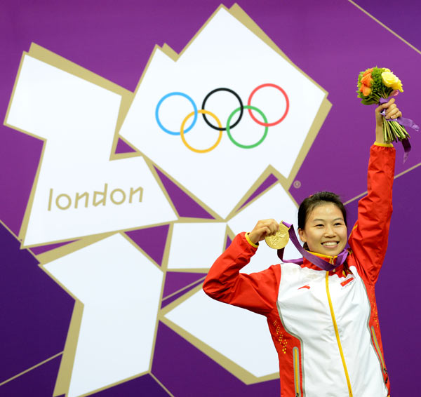 Gold medalist Yi Siling of China celebrates during the victory ceremony of the Women's 10m Air Rifle competition of the London 2012 Olympic Games in London, Britain, on July 28, 2012. [Xinhua]