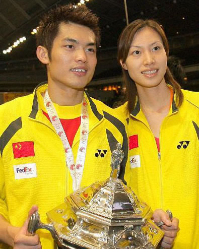 Xie Xingfang (R) and Lin Dan are often compared by the media to ancient Chinese warriors. [xinhuanet.com]
