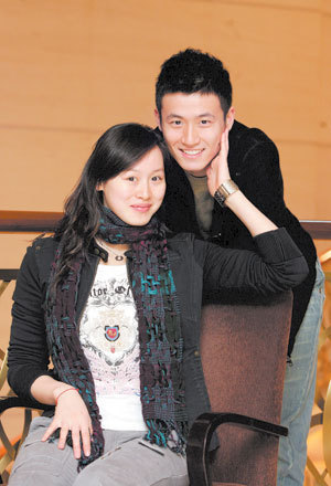 Wang Na and her husband, Cai Yun [xinhuanet.com]