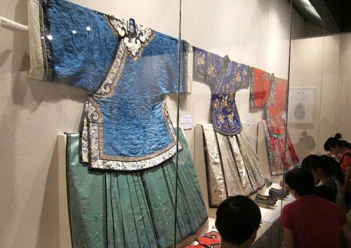 Precious Clothes Displayed in Kong Family Mansion in Shandong Province - All ...