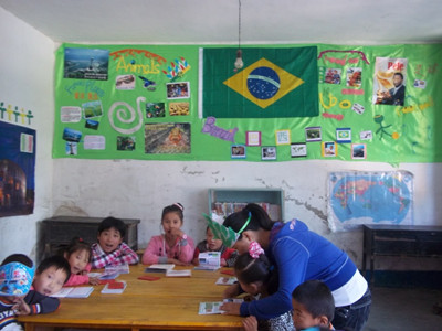 Students in their classroom [Provided by the Manos Internacional]
