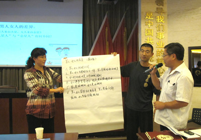 Experts hold lectures on anti-domestic violence. [maple.org.cn]