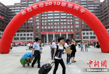 Last month, thousands of teenagers in China began their new lives as college students [news.inewsweek.cn]