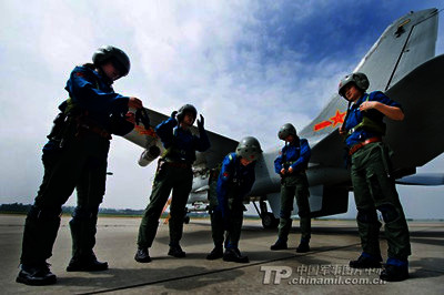 1 %E5%89%AF%E6%9C%AC(3) China's First Female Fighter Pilots Accomplish Solo Combat Mission