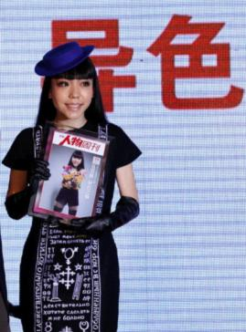 Momo Wu at the 2012 China Charm Awards hosted by the Southern People Weekly magazine in Beijing [news.China.com.cn]