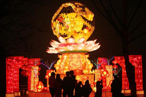Visitors view the lanterns during a lantern show held to celebrate the Spring Festival, or the Chinese Lunar New Year, in Guiyang, capital of southwest China's Guizhou Province, February 12, 2013. [Xinhua]