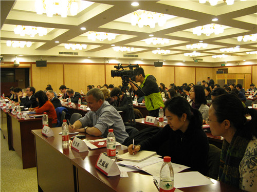 Jointly organized by the China Philanthropy Research Institute and British Embassy in China, a seminar on child welfare law and protection mechanism is held at Beijing Normal University in Beijing on March 12, 2013. [Women of China / Zhang Yuan]