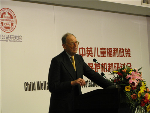 Judge of the Court of Appeal of England and Wales the RT. Hon. Lord Justice Thorpe speaks at the seminar on child welfare law and protection mechanism at Beijing Normal University on March 12, 2013. [Women of China / Zhang Yuan]