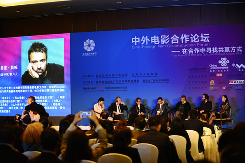 Chinese and foreign filmmakers share their experiences at the forum. [Women of China/Zhang Jiamin]