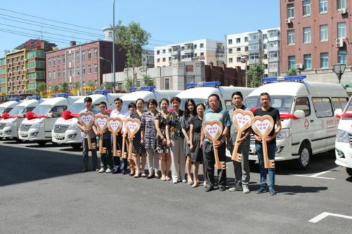 The China Women's Development Foundation (CWDF) and the Golden Leaf Foundation donate eight mobile health clinics under the CWDF Health Express for Mothers Project to northeast China's Jilin Province on July 22, 2013. [Jilin Women's Federation / Han Shuyu]