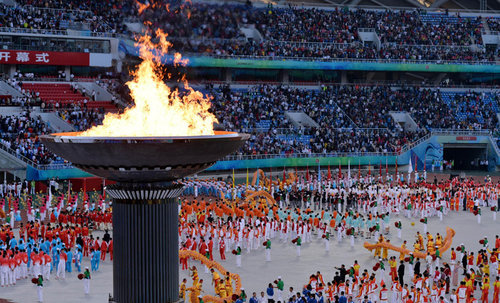 The cauldron is lit during the opening ceremony of the 12th Chinese National Games in Shenyang, Northeast China's Liaoning Province, Aug 31, 2013. [Xinhua]