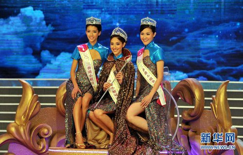First runner-up Sisley Choi (L), winner Grace Chan (C) and second runner-up Moon Lau Pui-yuet of the Miss Hong Kong 2013 beauty pageant [Xinhua]