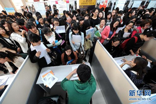 A job fair in east China's Jiangsu Province in March 2013 [Xinhua]