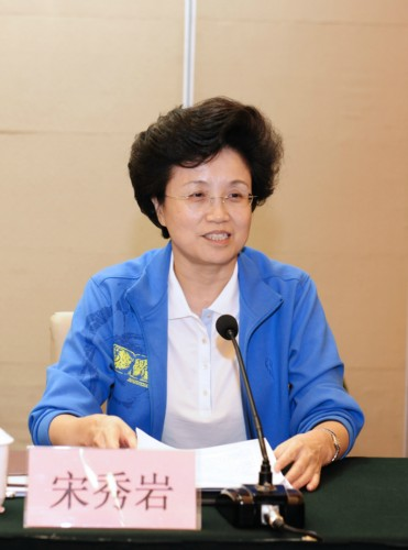 Vice President and First Member of the Secretariat of the All-China Women's Federastion (ACWF) Song Xiuyan hosts a symposium held in Beijing on September 25, 2013, to discuss the newly published book Women's Theory and Practice of Socialism with Chinese Characteristics. [Women of China / Fan Wenjun]