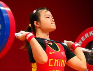 Chinese lifter Li Yajun competes during the women's 53-kilogram category competition in the World Weightlifting Championships in Wroclaw, Poland, Oct 21, 2013. [Photo/Xinhua]