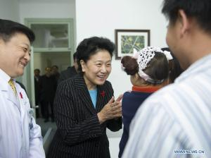 Chinese VP Visits Beijing You'an Hospital on World AIDS Day