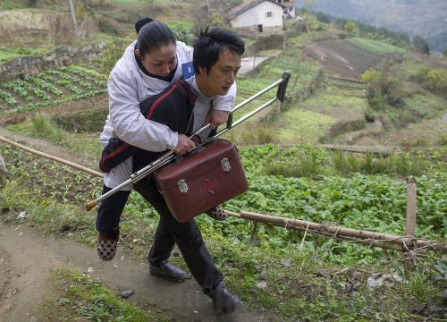 Zhou Yuehua, Disabled Doctor Treating Villagers for over 20 Years