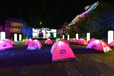 17 pairs of love birds gather at the foot of the Badaling Great Wall and enjoy outdoor movies in tents on Aug 13 2015.[china.com.cn] & Man Wins Girlfriendu0027s Heart on Outdoor Movie Night Ahead of Qixi ...