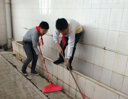 Asking Pupils To Clean School Bathrooms Right Or Wrong All China Women 39 S Federation