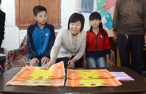 ACWF President Visits NW China Province's 'Left-Behind' Kids