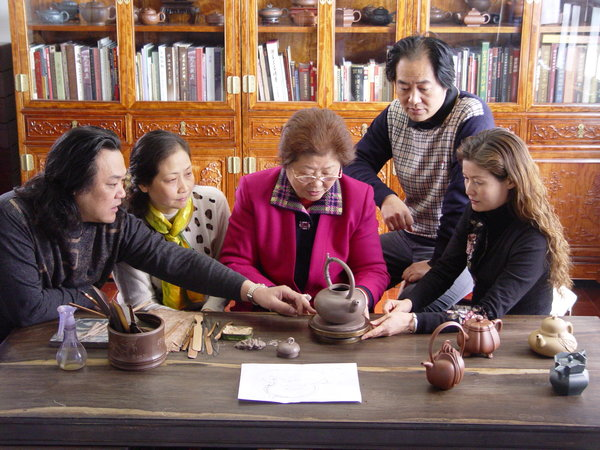 3 Generations Dedicated to Promoting Chinese Ceramics