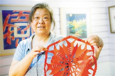 Paper-Cutting Virtuoso Never Stops Innovating in Elegant Ancient Art