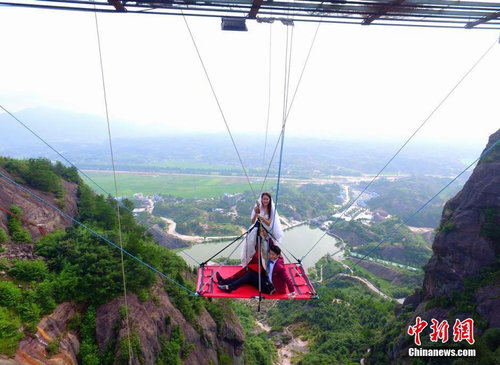 Young Couple Holds Wedding Ceremony on Sky-High Hammock in C China