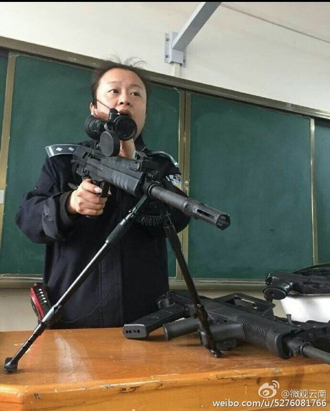 Cop Photo Goes Viral: Police Lecturer's In-Class Gun Demonstration Photos Go
