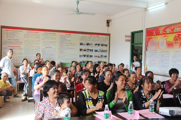 Women Learn Technology to Increase Income and Fight Poverty