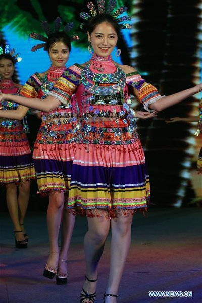 Models present folk costumes of the Li ethnic minority during the closing ceremony of the 2017 Hainan International Tourism and Trade Fair in Sanya ...  sc 1 st  Womenofchina.cn & S Chinau0027s Hainan Holds Folk Costume Show of Li Ethnic Minority - All ...