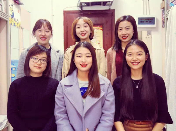 Honorary Certificates of Six Female College Students Stun Netizens