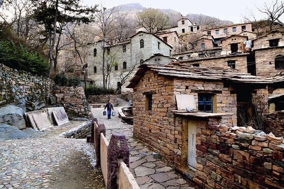 Yingtan: Village Filled With Stones
