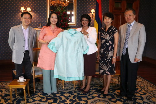 Chinese Cultural Lecture Highlights Classical Costumes in Mauritius