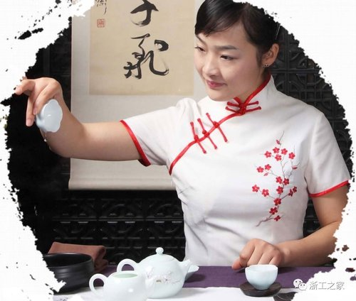 Tea Specialist Reveals China's 4 Seasons in a Humble Cup of Tea