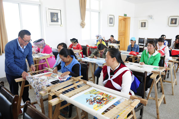 Embroidery Institute Supports Ethnic Women's Employment in SW China