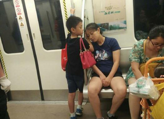 Boy Helps Mom Nap on Subway, Touching Netizens