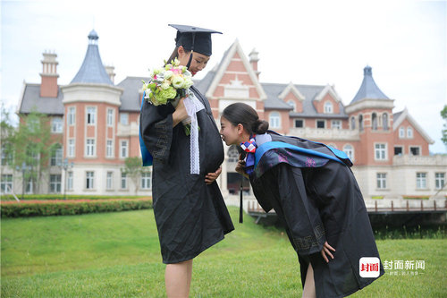 Graduation Pics of Stewardess Mom-to-be Go Viral