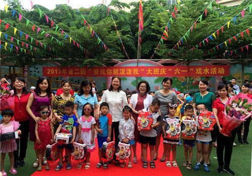 Hainan Women's Federation Staff Visit Local Underprivileged Children