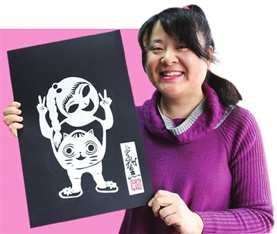 Vision-impaired Woman Master of Special Paper-cutting Skills