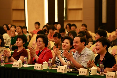 Tan Lin Attends CWDF Conference Promoting 'Postal Parcel for Mothers' Project