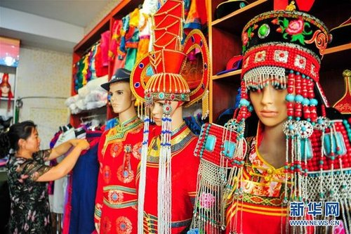 Mongolian Costume Meets Modern Fashion