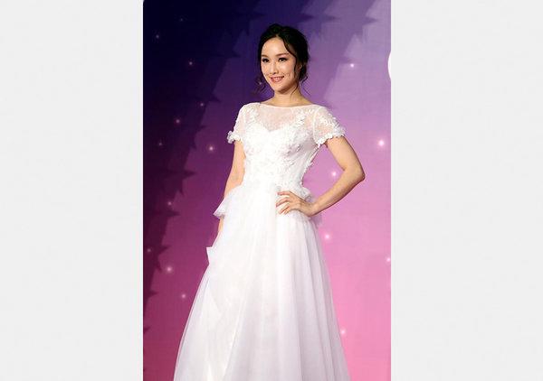 Wedding dresses displayed at hong kong wedding fair all for Traditional chinese wedding dress hong kong