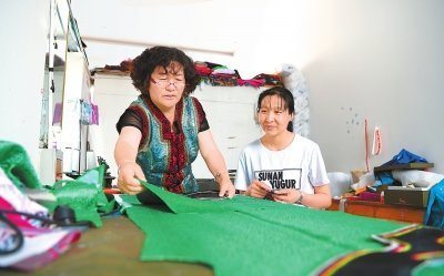 Versatile Craft Expert Dedicated to Preserving Yugur Costume